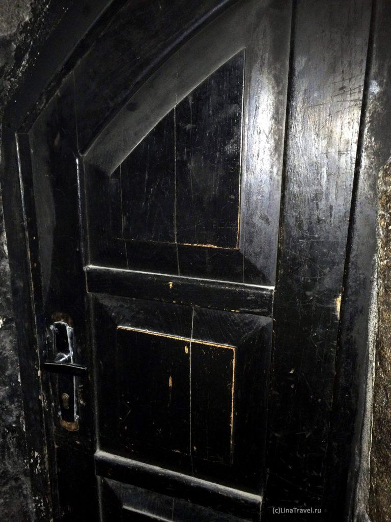 Дверь в придел святого Никодима