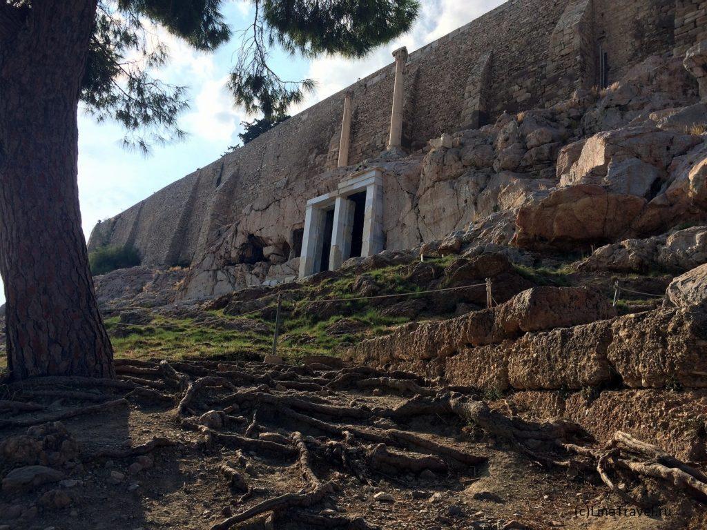 Монумент Трасиллоса на склоне афинского Акрополя