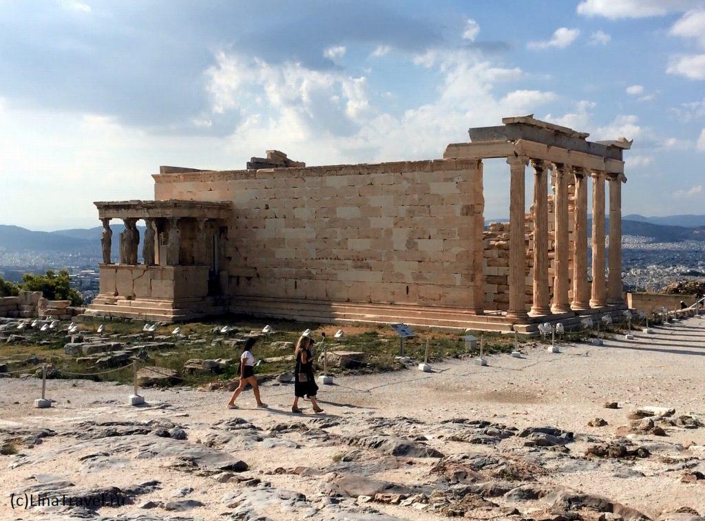 Храм Эрехтейон с портиком кариатид на афинском Акрополе