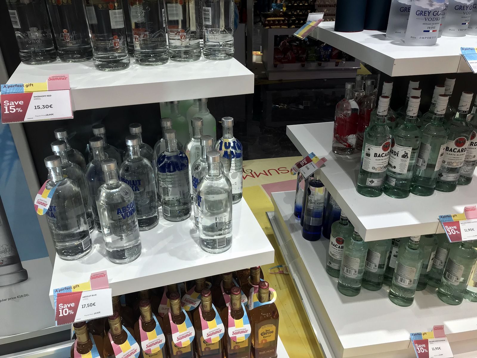 Duty free Antalya, august 2019, absolut  vodka
