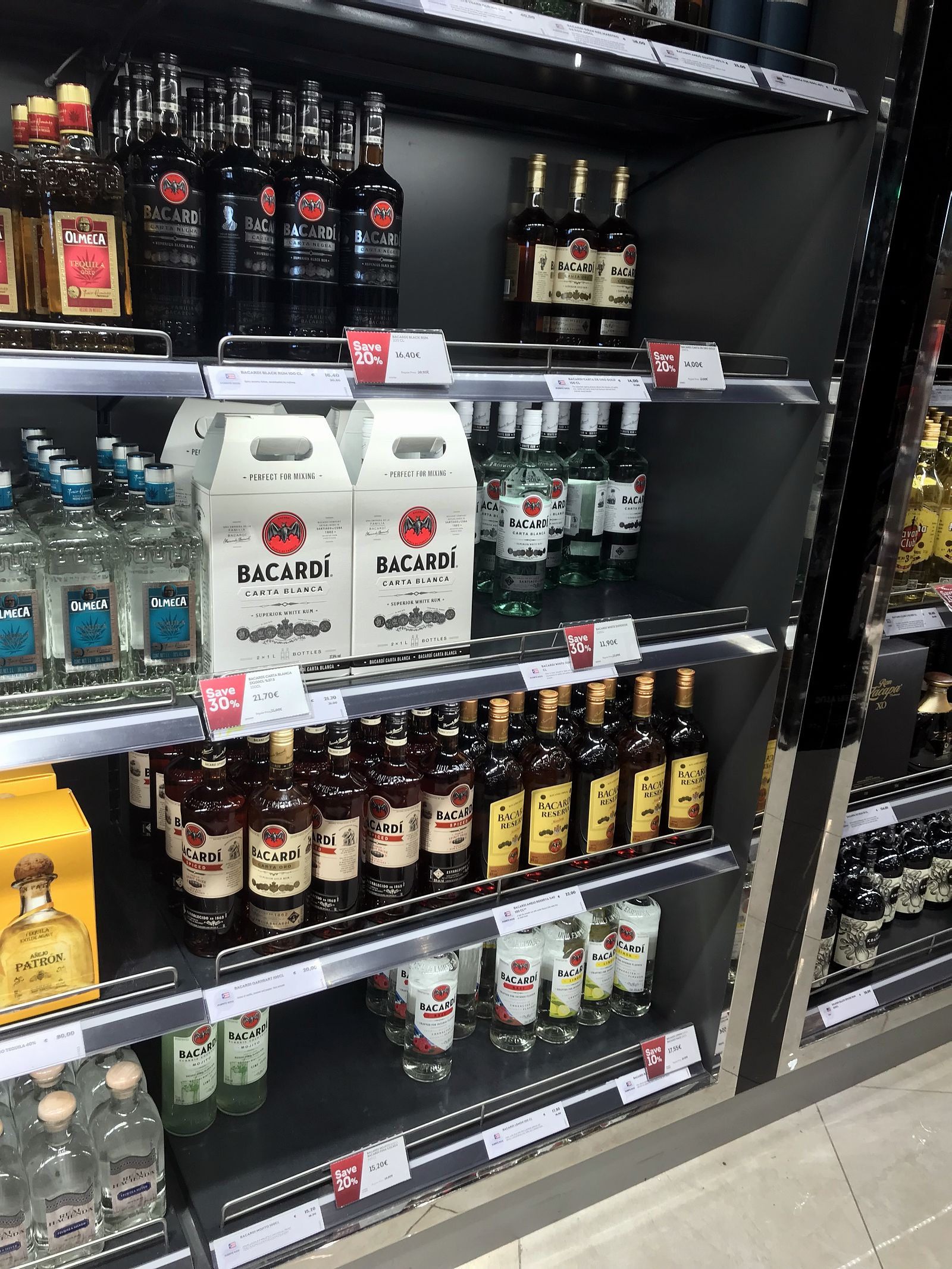 Duty free Antalya, august 2019, rum Bacardi