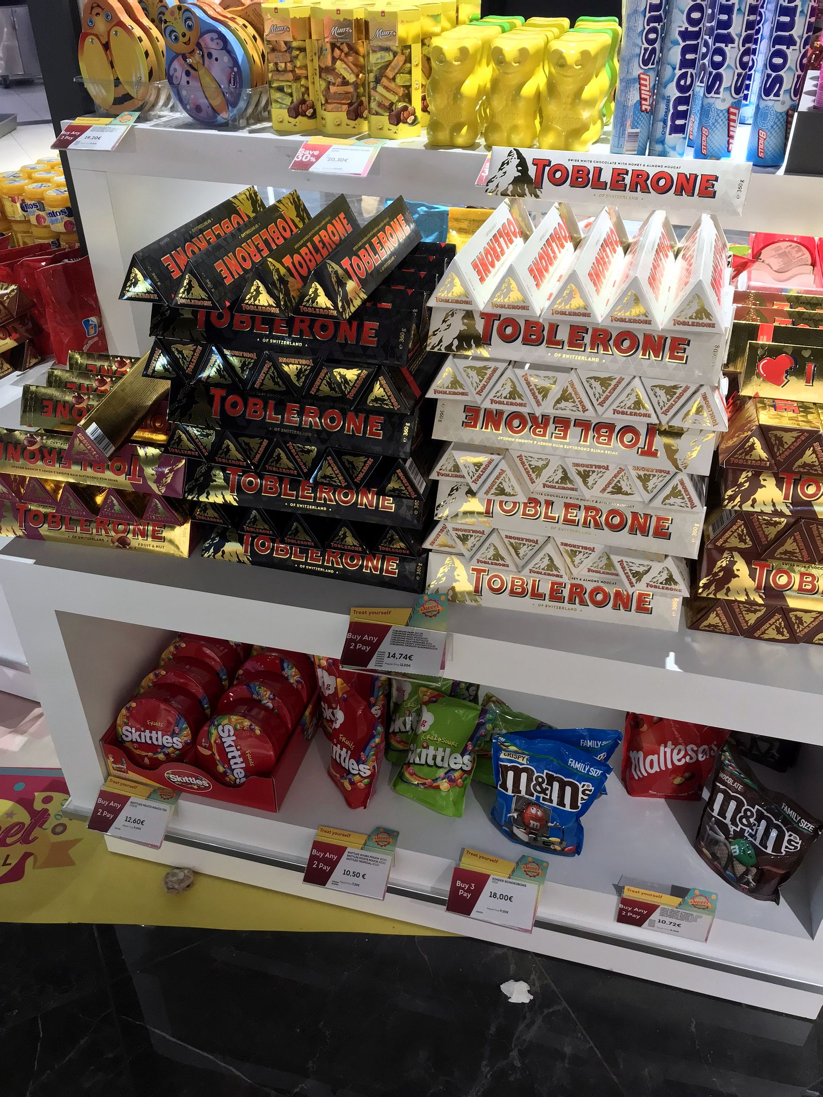 Duty free Antalya, august 2019, toblerone, skittles.